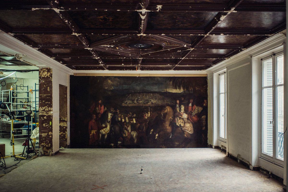 THE MURAL PAINTED IN THE XVII CENTURY HIDDEN IN THE NEW OSCAR DE LA RENTA STORE IN PARIS