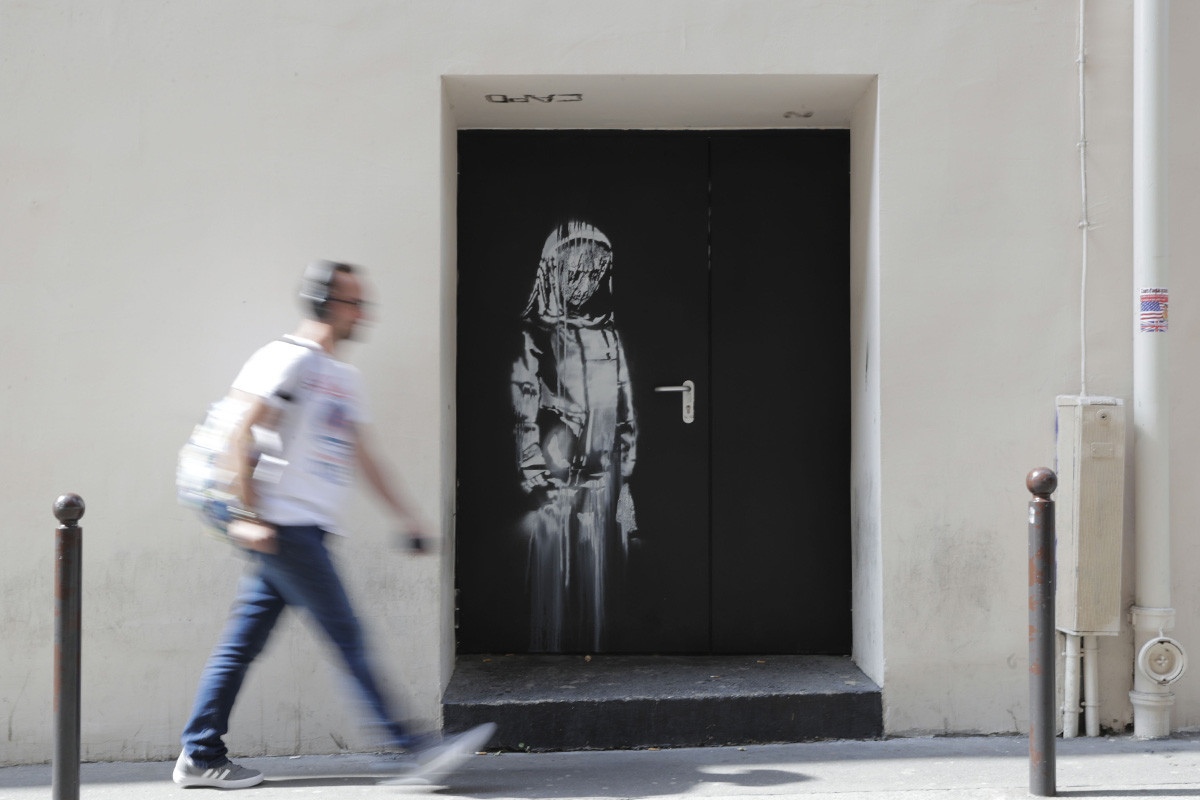 banksy-artwork-stolen-paris-bataclan